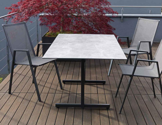 Basel Tisch